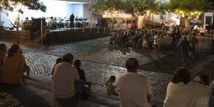 Concerto da Orquestra de Paris, Harmonie La Renaissance na Praça de Nossa Senhora do Rosário.